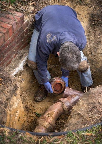 Repairing sewer line